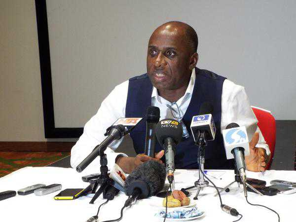 Amaechi-speaks via mic