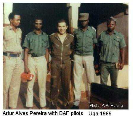 artur-alves-pereira-with-pilots-of-biafran-air-force-uga-airport-1969