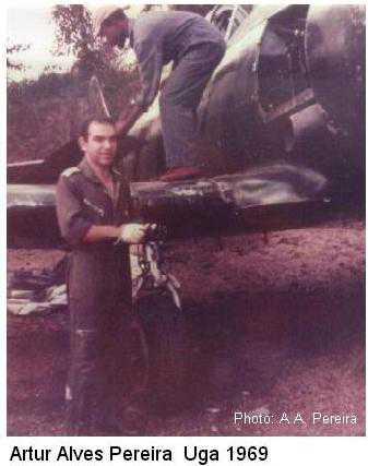 artur-alves-pereira_and_biafran-soldier_uga-airport_1969
